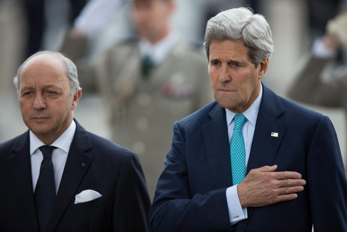 Ministři zahraničí Francie a USA Laurent Fabius a John Kerry
