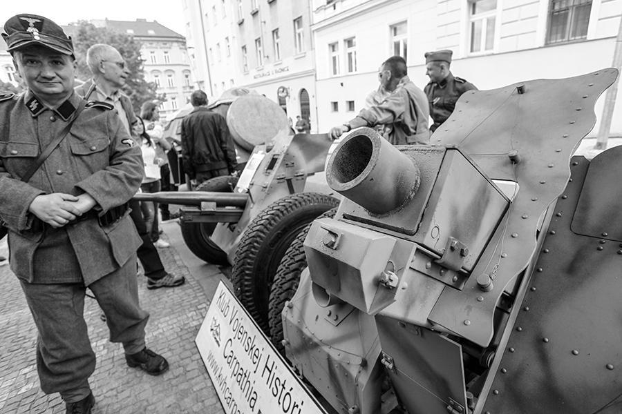 Ukázka dobové bojové techniky na akci Barikáda 2015