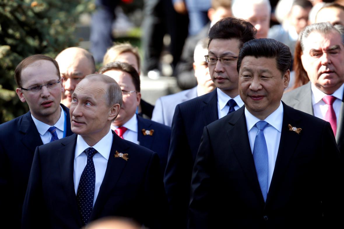 Ruský prezident Vladimir Putin se svým čínským protejškem