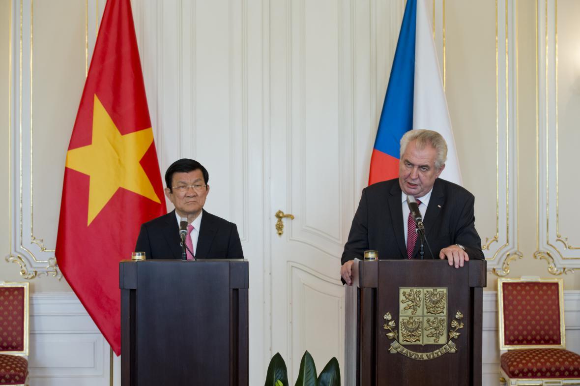 Vietnamský a český prezident jednají o byznysu