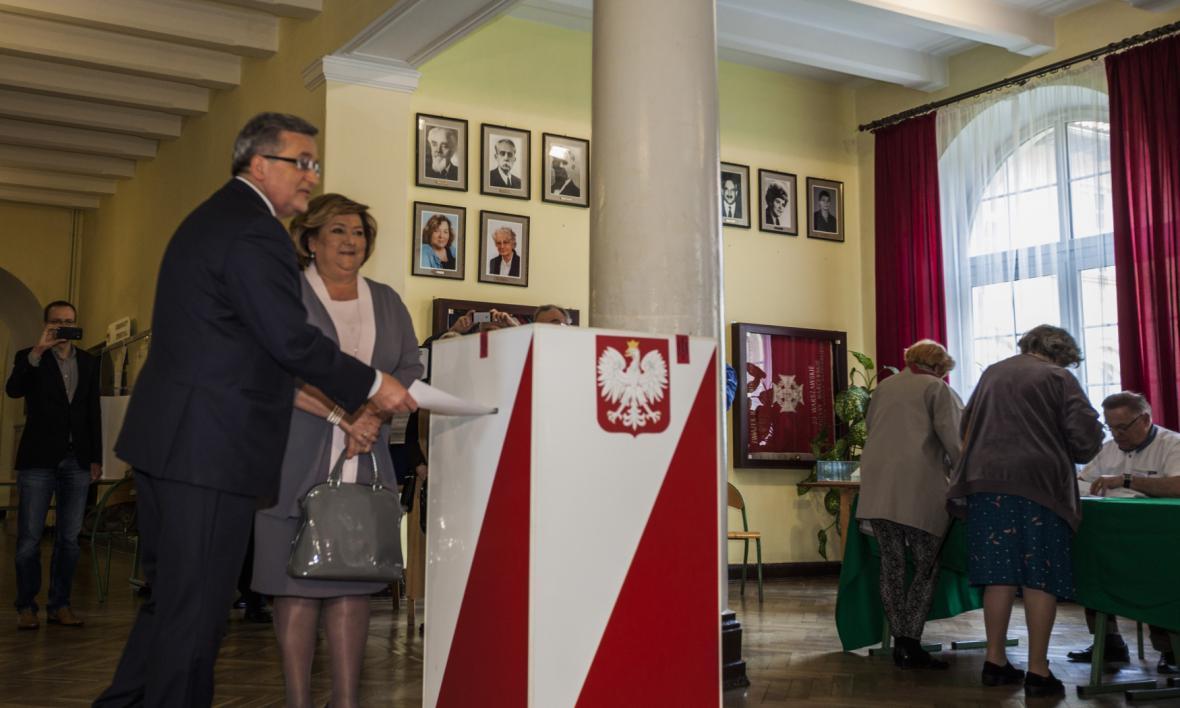 Bronislaw Komorowski volí v prezidentských volbách