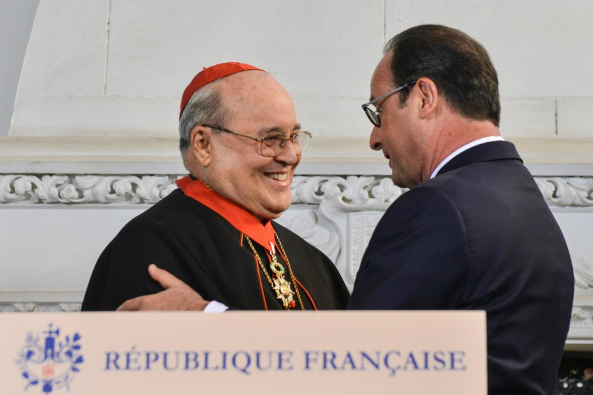 Hollande vyznamenal kubánského kardinála Ortegu