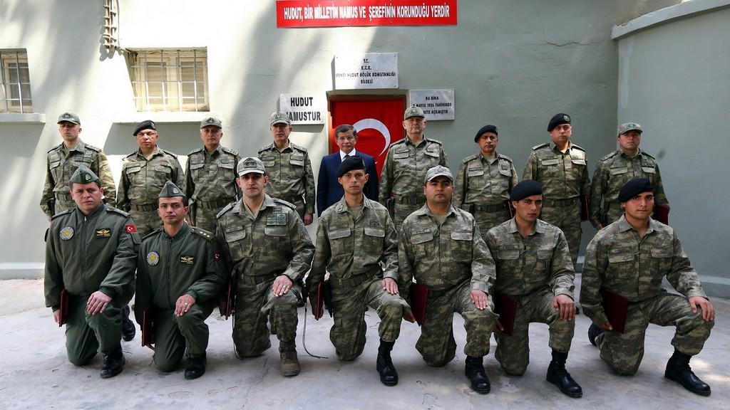 Turecký premiér s ozbrojenci v Sýrii