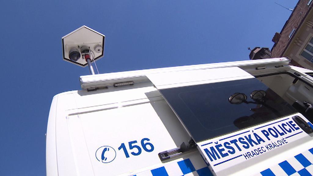 Vozidlo strážníků vybavené dvěma kamerami