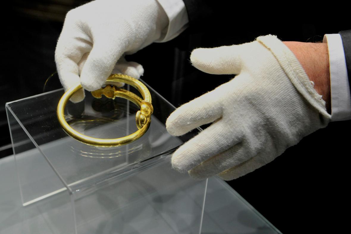 Zlatý náramek z římské doby