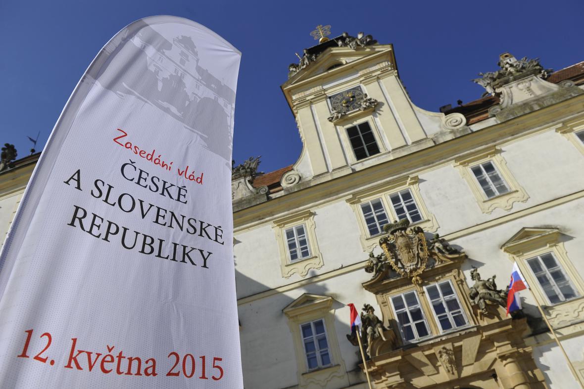 Společné zasedání české a slovenské vlády na zámku ve Valticích