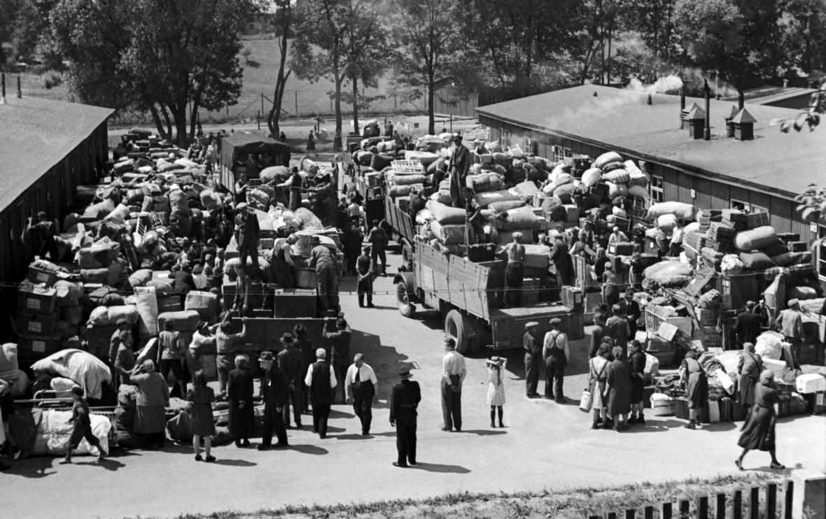 Odsun Němců z libereckého sběrného tábora