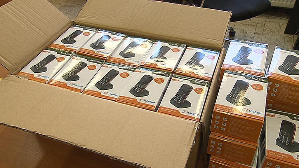 Radnice nakoupila 48 telefonů