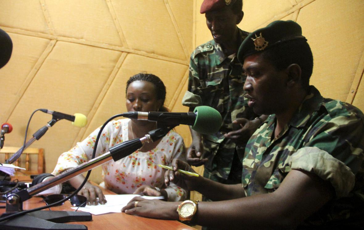 Godefroid Niyombare oznámil sesazení prezidenta