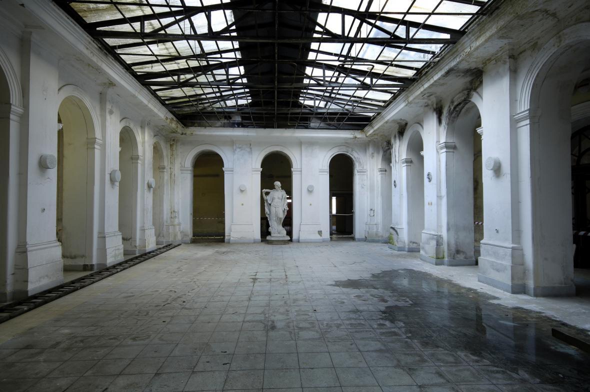 Atrium zámku Paskov před rekonstrukcí