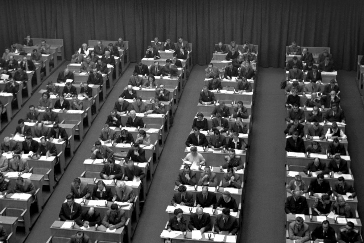 Národní shromáždění schvaluje Varšavskou smlouvu