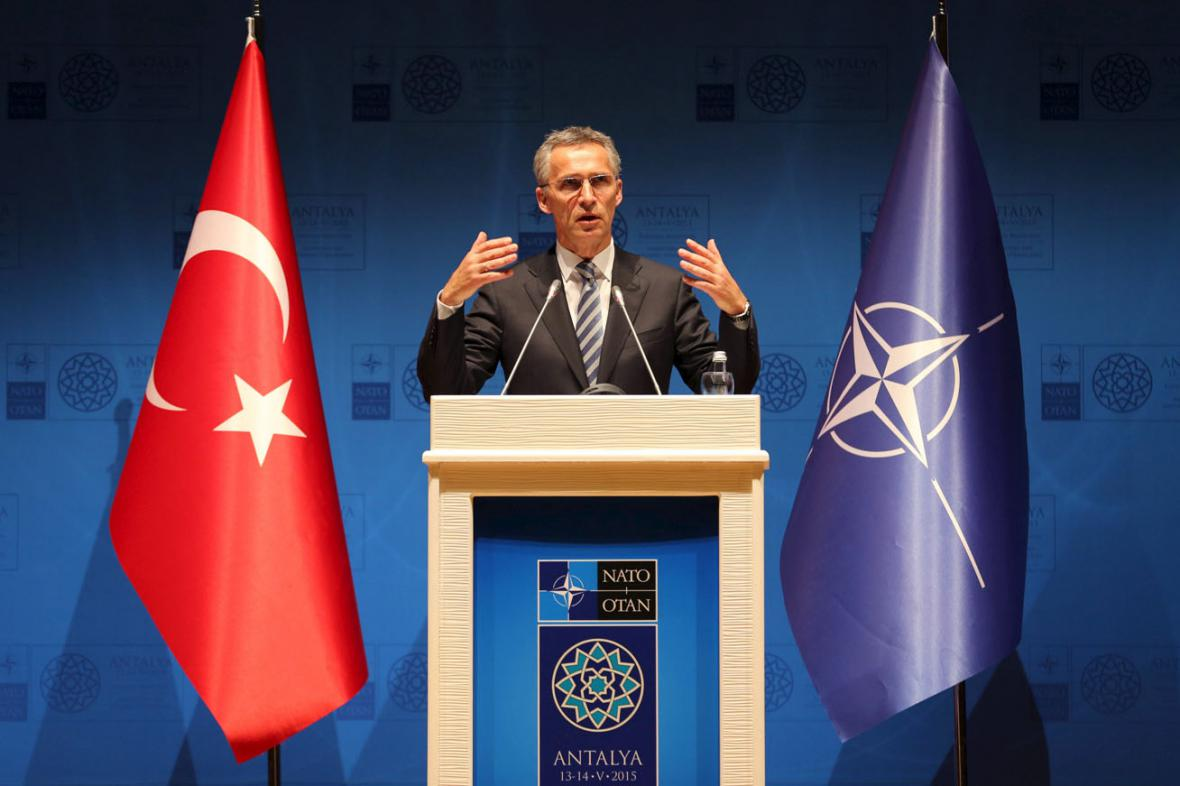 Generální tajemník NATO Jens Stoltenberg na schůzce ministrů zahraničí v Antalyi