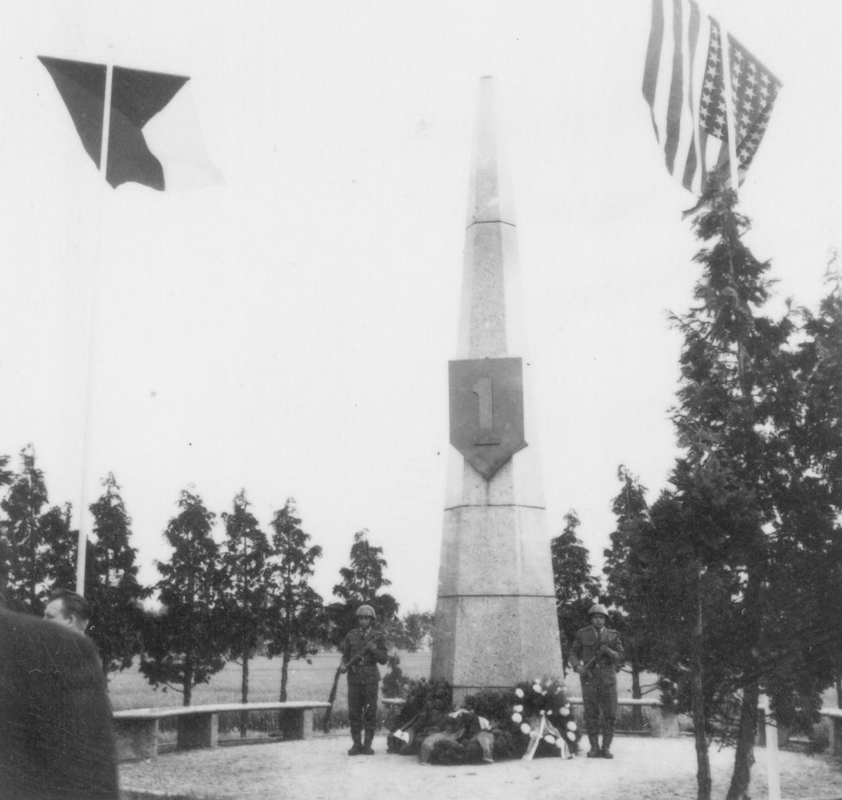 Pomník v roce 1968