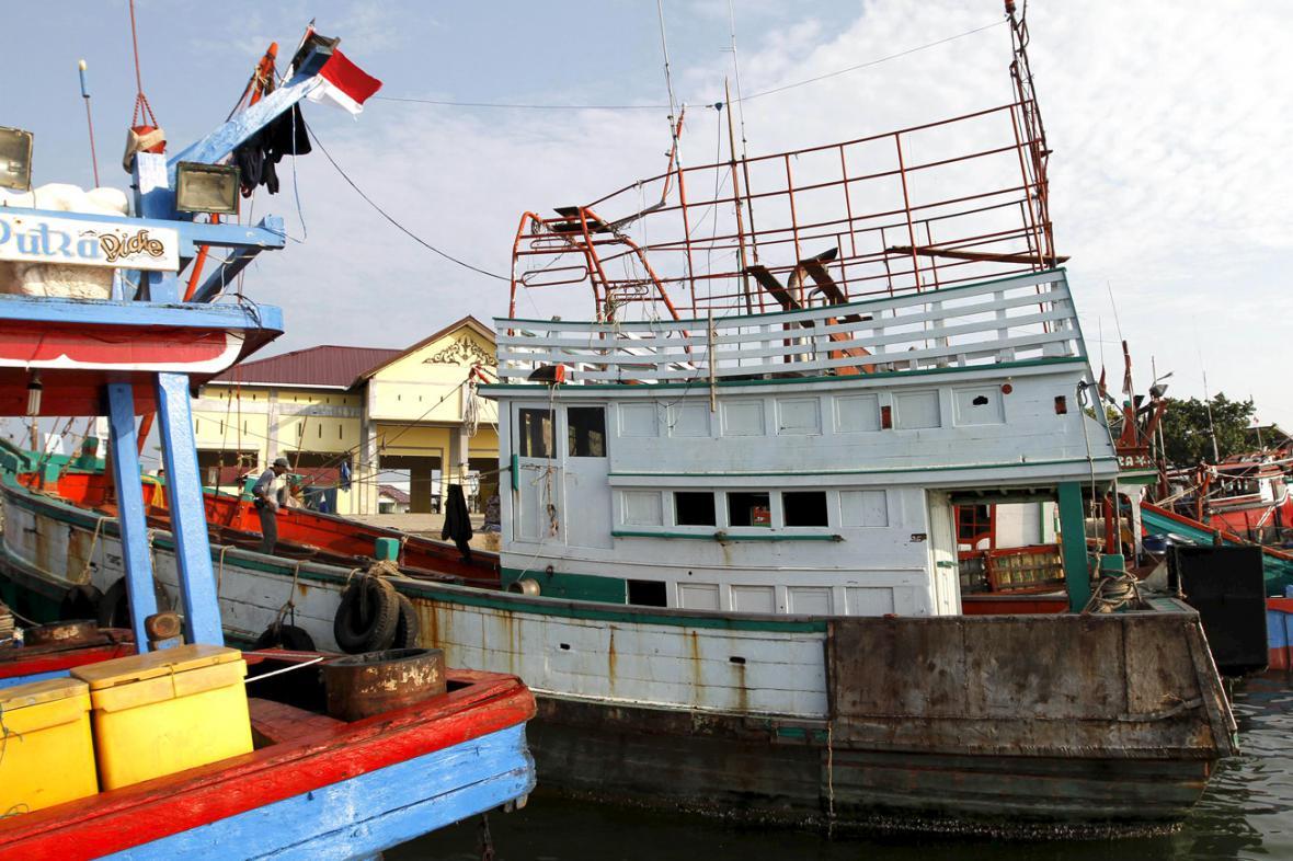 Opuštěná rybářská loď, která převezla uprchlíky do Indonésie