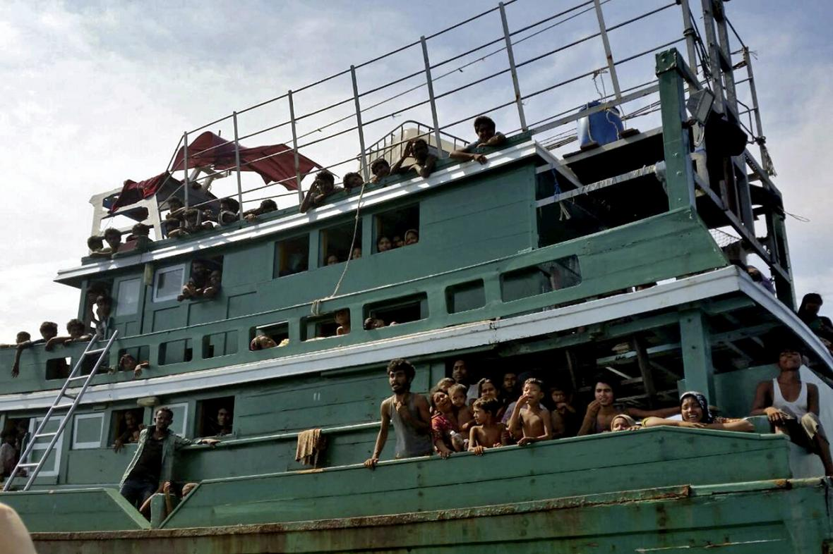 Loď s migranty u thajského ostrova Ko Li Pe