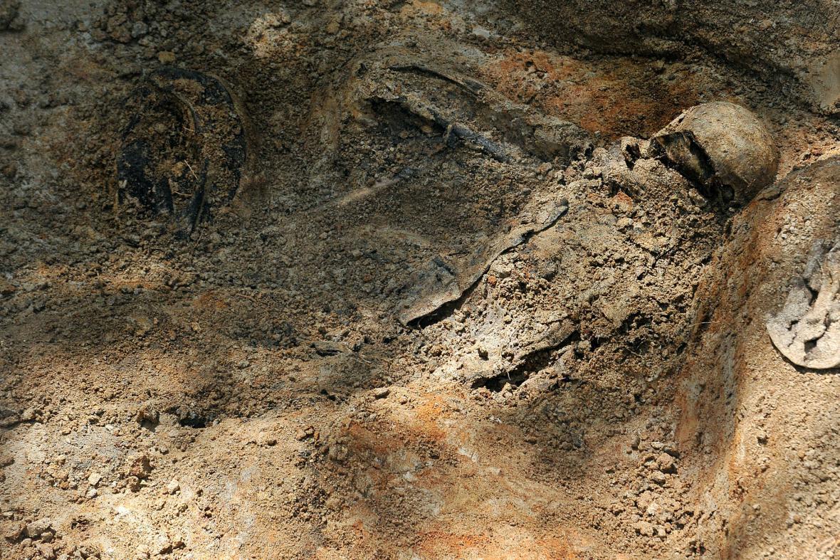 Masový hrob v Dobroníně