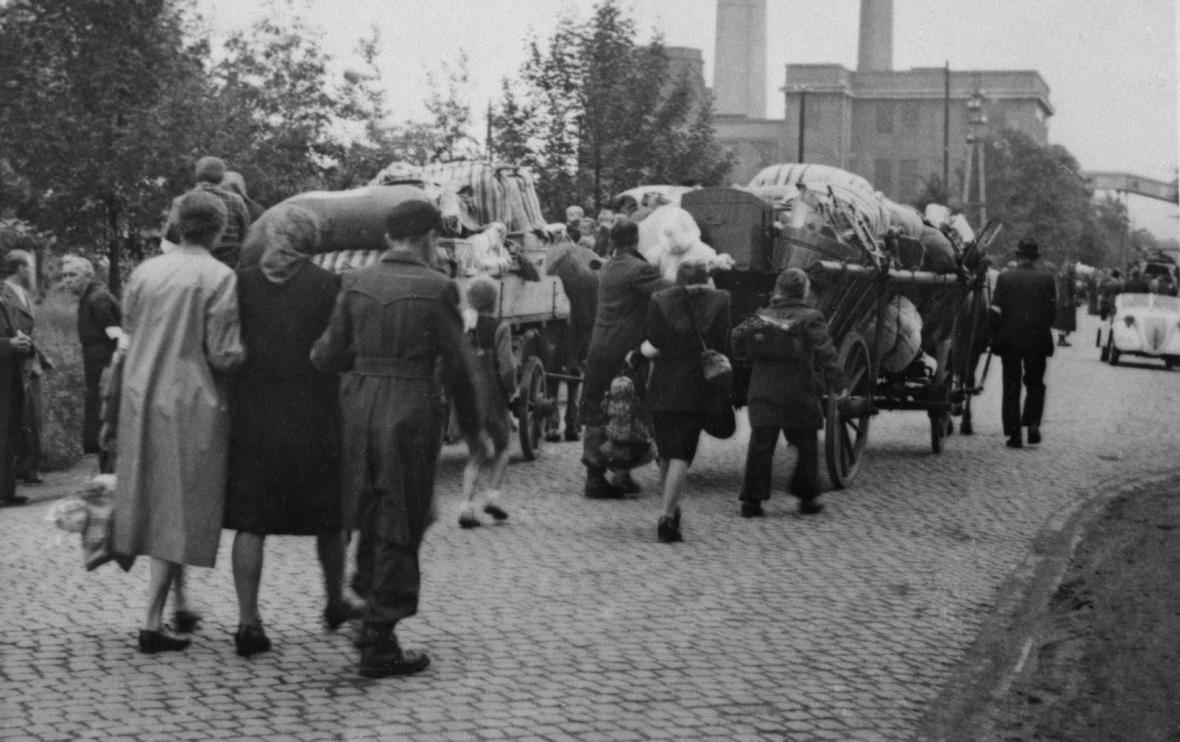 Odsun Němců z Vítkova (u Sokolova) v pohraničí