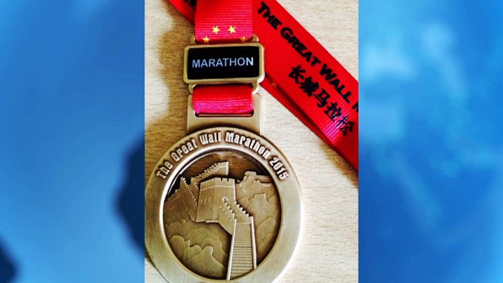 Medaile z maratonu po Velké čínské zdi