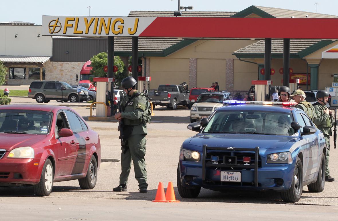 Úřady vyšetřují přestřelku v blízkosti restaurace Twin Peaks