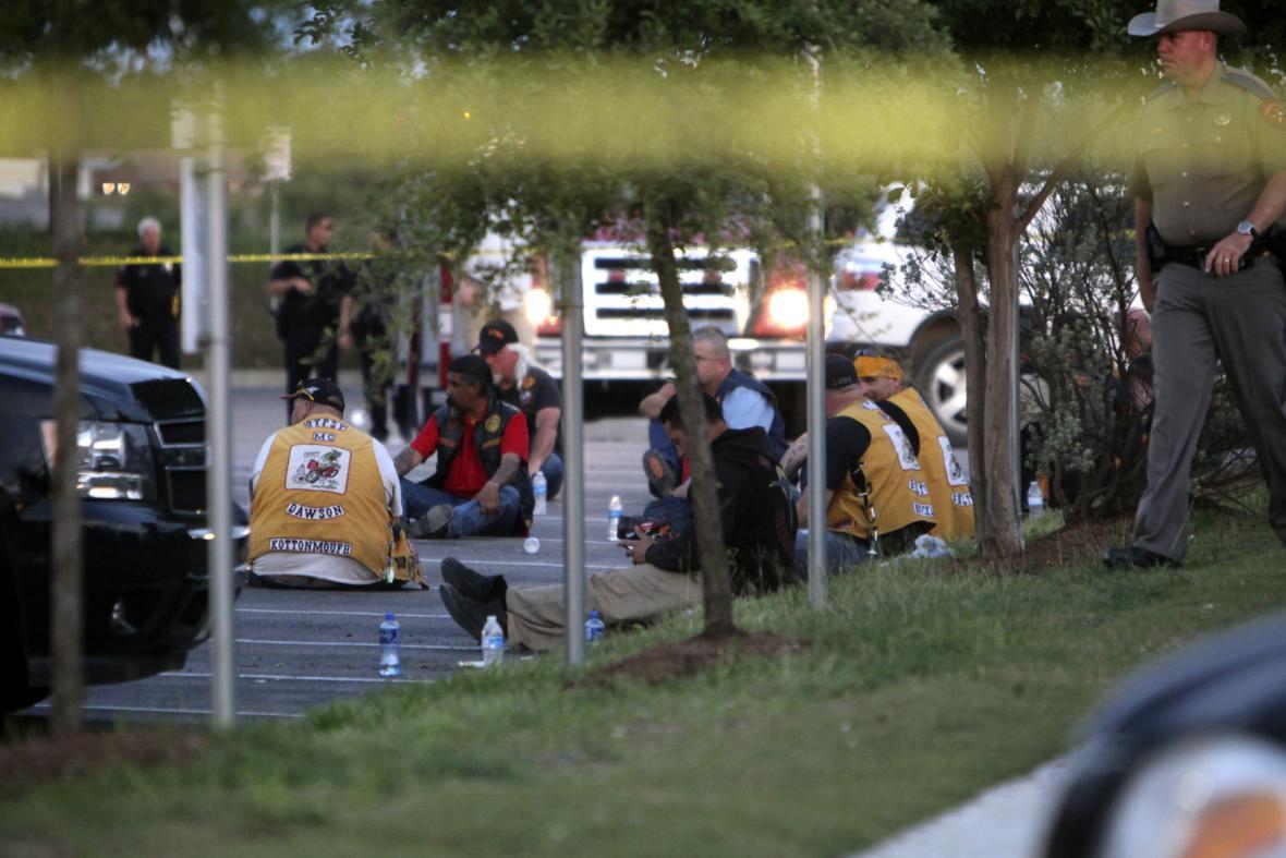 Policie hlídá zbylé členy motorkářských gangů
