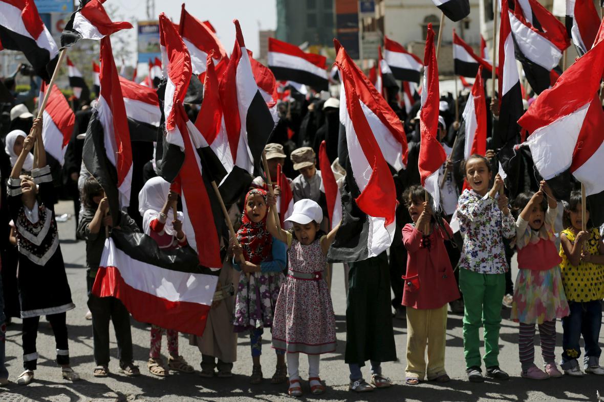 Děti účastnící se protestů v Jemenu
