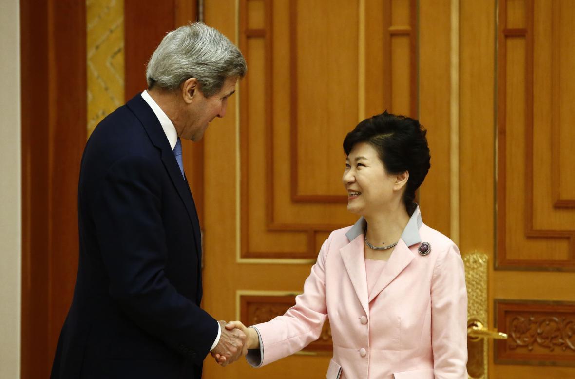John Kerry a prezidentka Jižní Koreje Pak Kun-hje