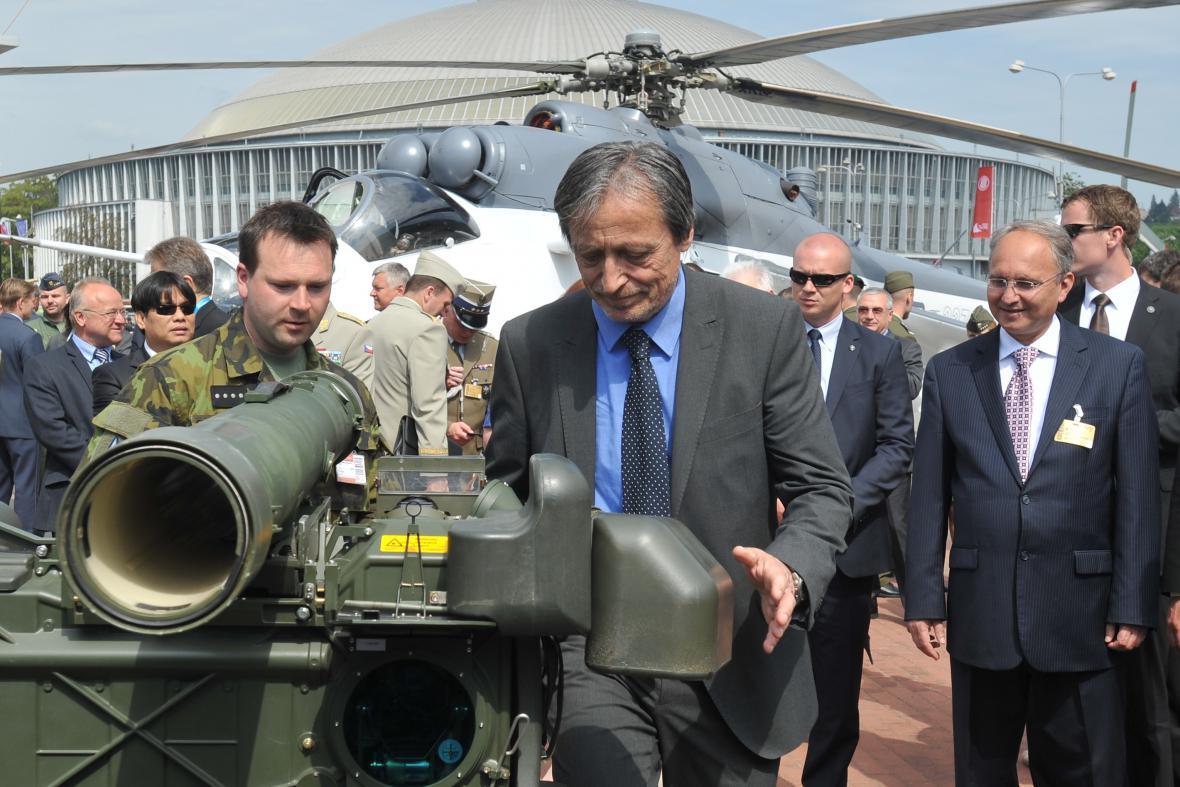 Ministr obrany Martin Stropnický (ANO) na veletrhu IDET