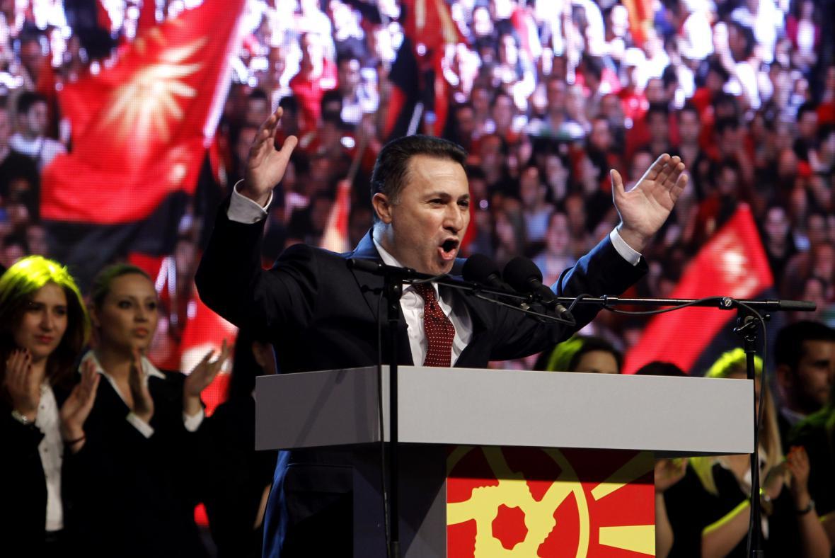 Premiér Gruevski hovoří k účastníkům provládní demonstrace