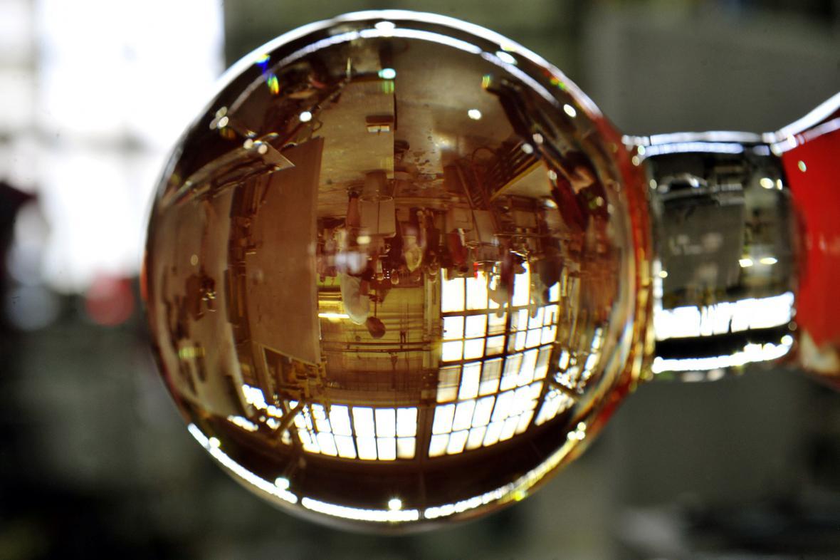 Výroba křišťálových globů pro karlovarský filmový festival