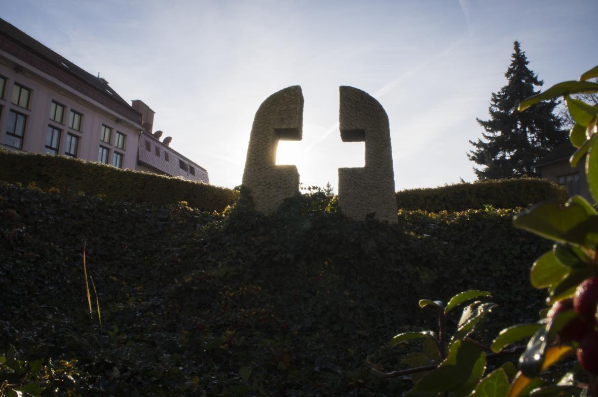 Pomník obětem padlé letecké pumy