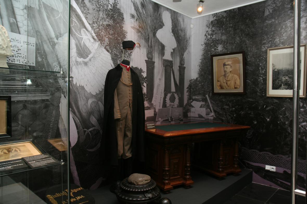 Z výstavy Slavné pohřby