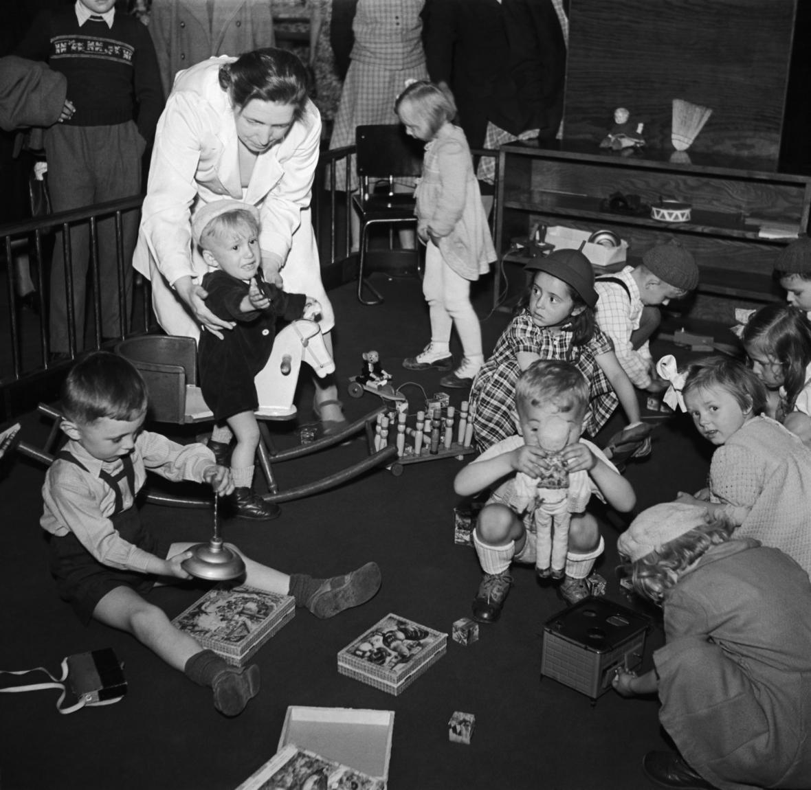 Dětský koutek v Bílé labuti - rok 1949