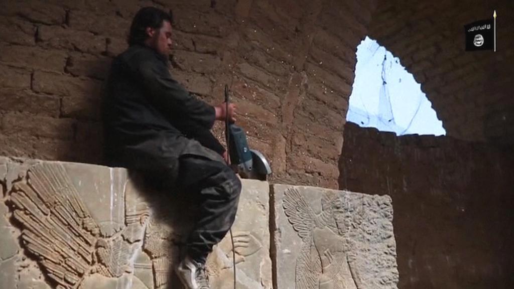 Řádění islamistů v mosulském muzeu