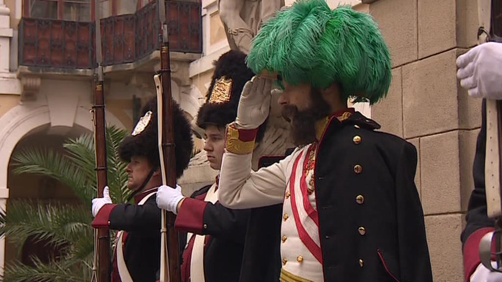 Císař František Josef I. salutuje