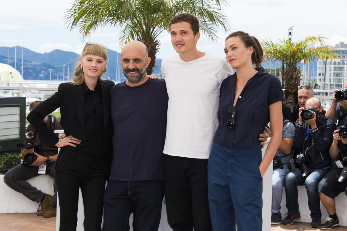 Režisér Gaspard Noé s hlavními představiteli filmu Love