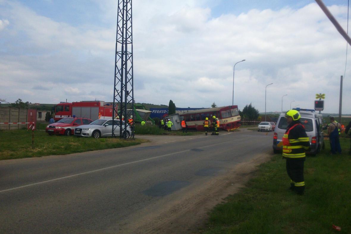Nehoda na železničním přejezdu u Velkých Pavlovic na Břeclavsku