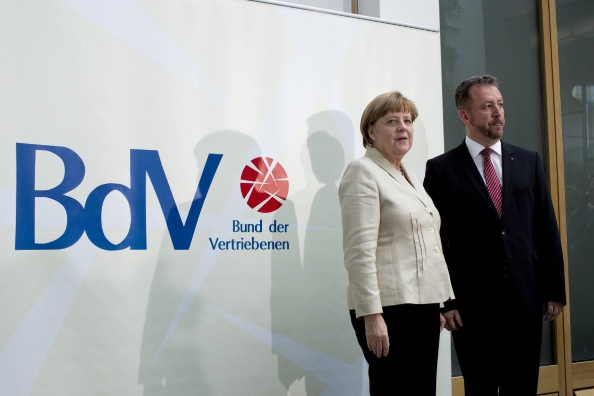 Německá kancléřka a předseda BdV Bernd Fabritius