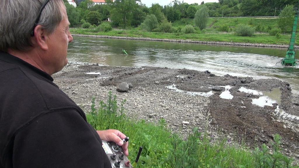 Pro práci podvodního bagru je nízká hladina řeky dobrá