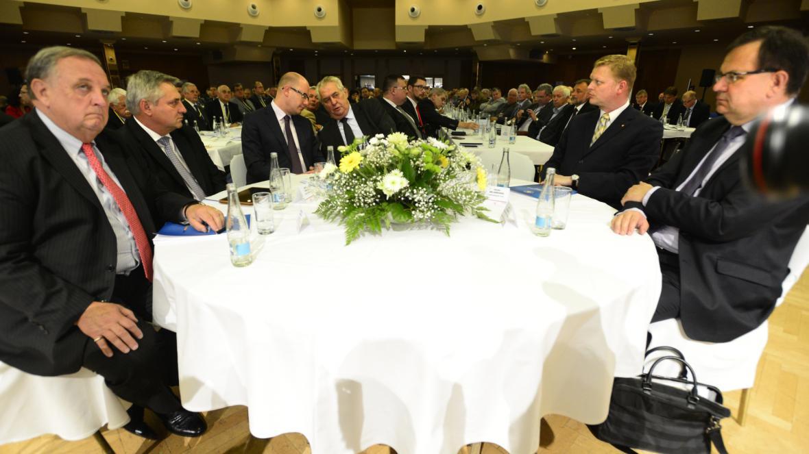 Sněm Hospodářské komory začal svým projevem premiér Bohuslav Sobotka (ČSSD)
