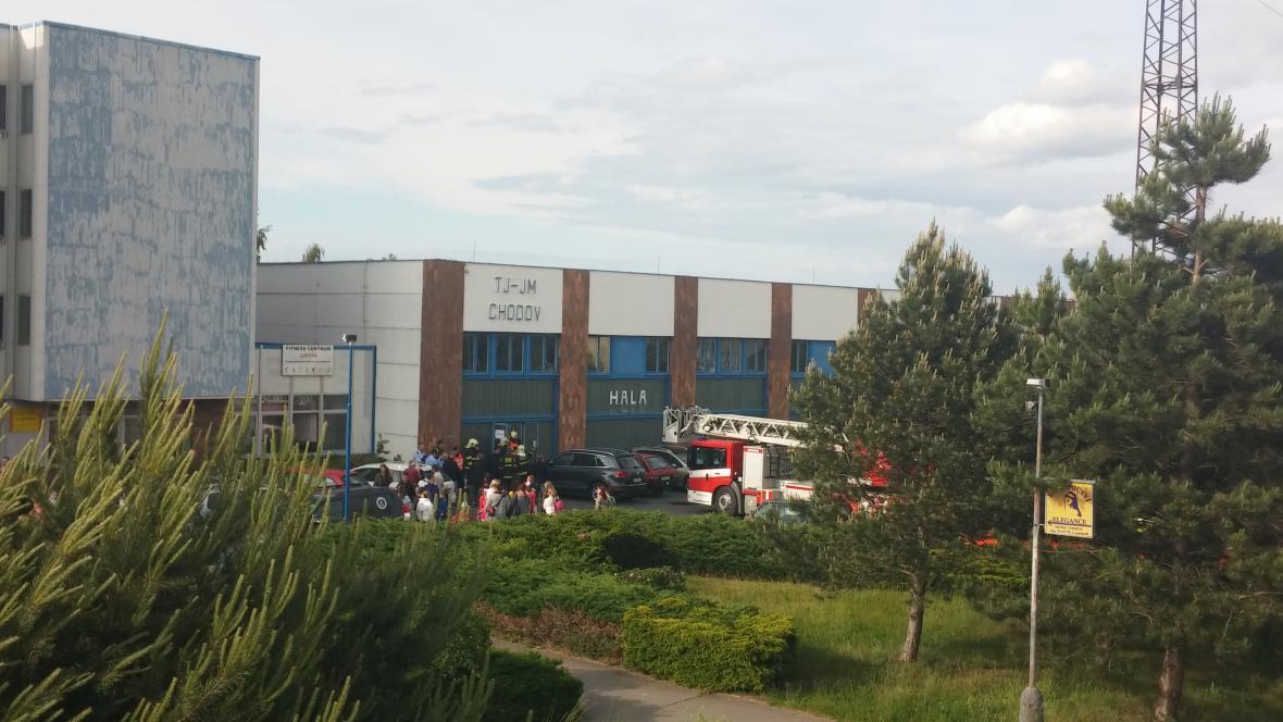 Požár ve sportovní hale na Chodově