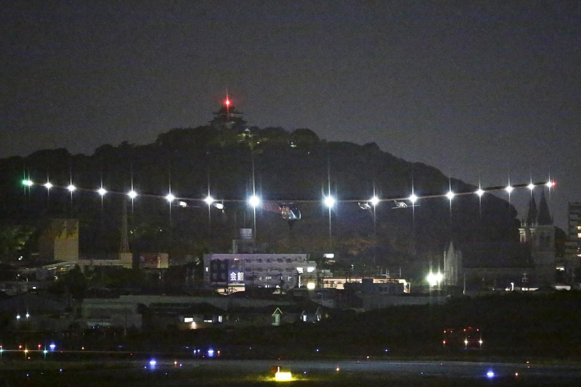 Solar Impulse přistává v Nagoji