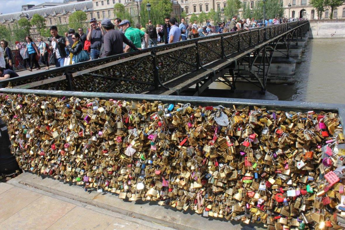 Pont des arts v Paříži
