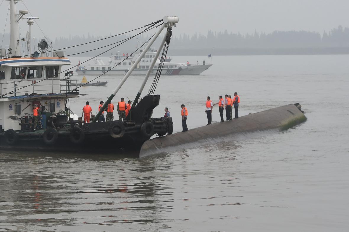 Záchranné práce na řece Jang-c-ťiang