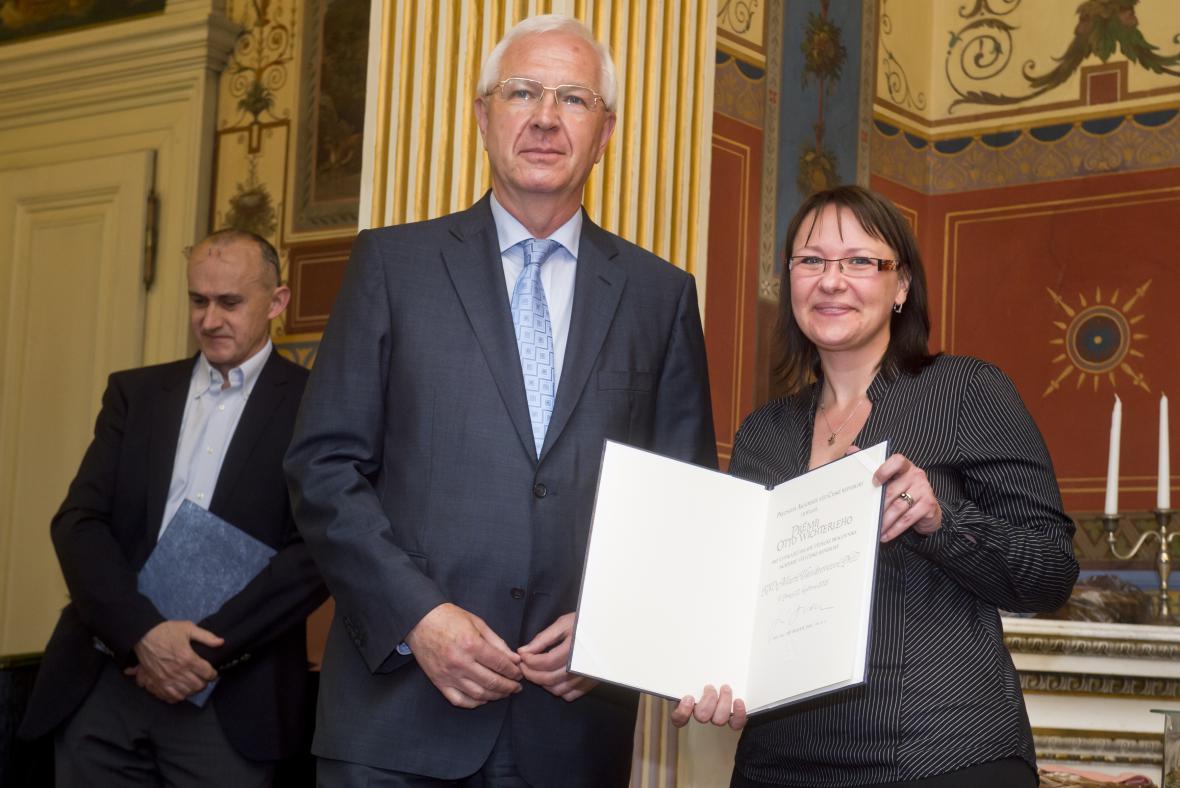 Jiří Drahoš a laureátka Marta Vandrovcová