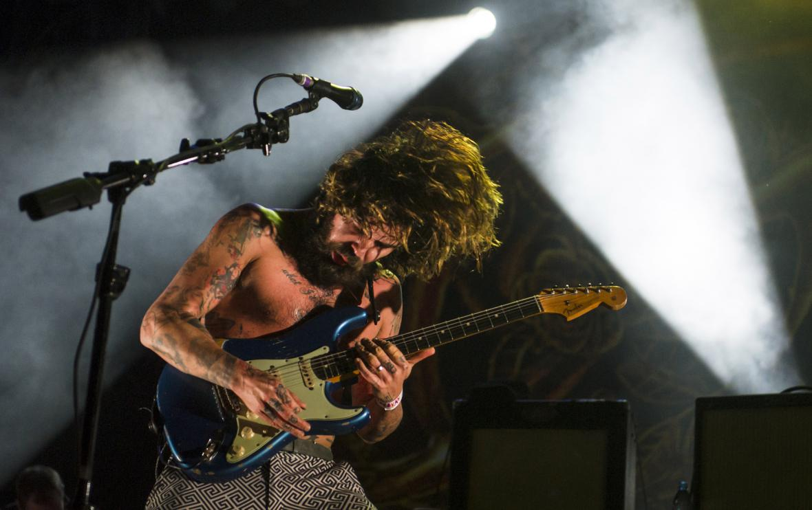 Zpěvák a kytarista Simon Neil na Rock for People 2014