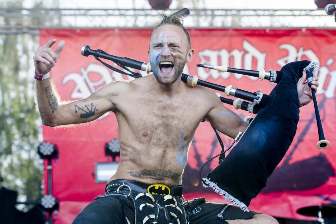Dudák Vojta Kalina z české kapely Pipes and Pints na Rock for People