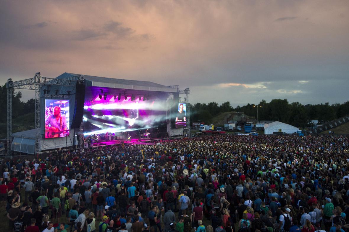 Zaplněný koncert skupiny Lucie na Rock for People v roce 2014