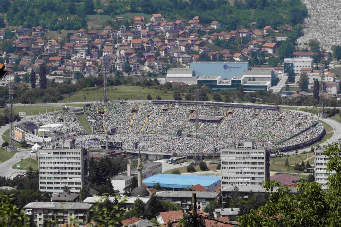 Na olympijský stadion v Sarajevu dorazilo za Františkem přes 60 000 lidí