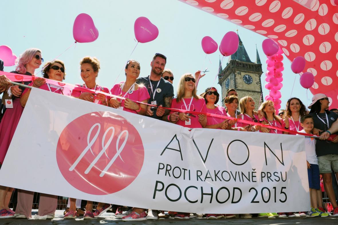 Pochod proti rakovině prsu na Staroměstském náměstí