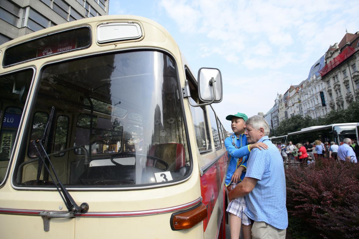 Vystavený historický autobus
